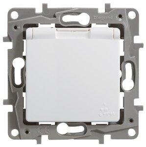 Розетка 2К+З, IP44, с откидной крышкой ETIKA, белая (672232)   Розетка